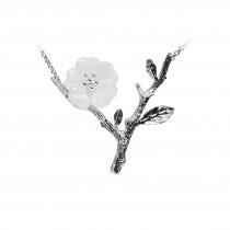 (イウハ) IUHA 【雨の花】ネックレス お花モチーフ ペンダント 天然水晶  S925シルバー 手彫り きれい 金属アレルギーと変色防止