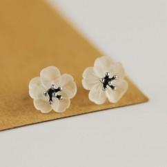 (イウハ) IUHA 【雨の花】ピアス イヤリング お花 天然水晶  S925シルバー 優雅 金属アレルギーと変色防止