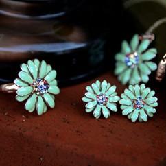 IUHA デイジー花のモチーフリング オーストリア産クリスタル (グリーン 7#)