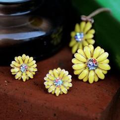 IUHA デイジー花のモチーフリング オーストリア産クリスタル (イエロー 7#)